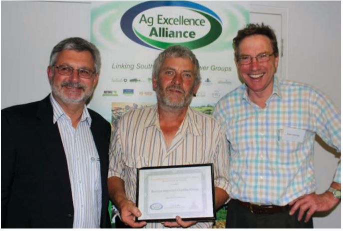 BIGG Chair MArk Grossman (centre) with AgEx Alliance Chair Trent Potter and DEWNR Chief Executive Allan Holmes at the presentation of the 2014 AgEx Sustainaiblity Award